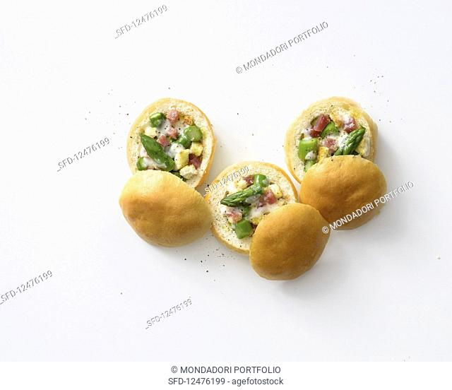 Bread rolls stuffed with asparagus and ham panzanella