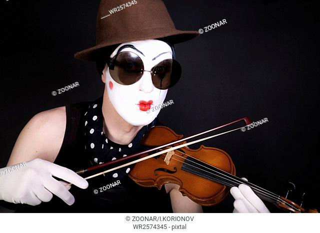 mime with violin and sunglasses