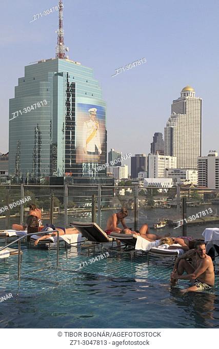 Thailand; Bangkok; Millennium Hilton Hotel, pool, skyline,