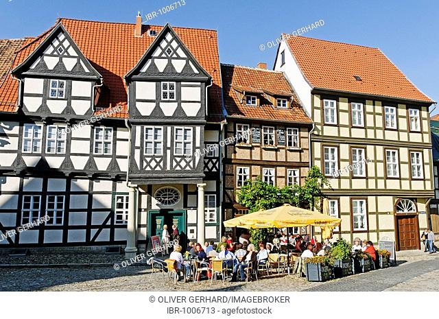 Half-timbered houses and a café at the Schlossberg, Quedlinburg, UNESCO World Heritage Site, Saxony-Anhalt, Germany, Europe