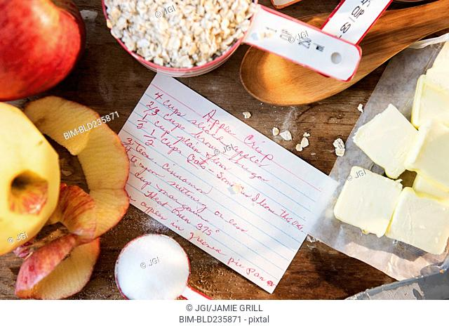 Recipe for apple crisp with ingredients