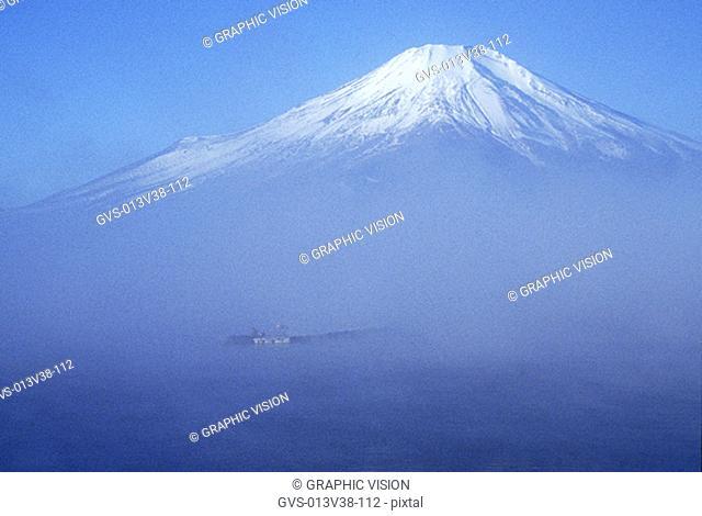 Yamanaka Lake, Mount Fuji, Yamanashi-ken, Japan