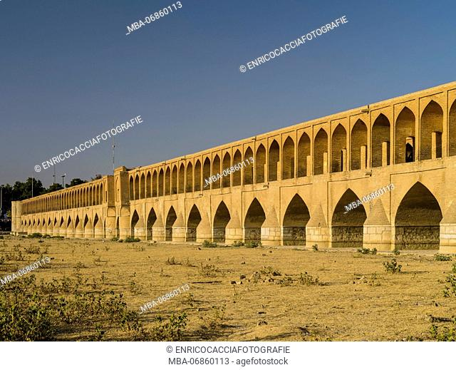 Si-o-se-pol, bridge of thirty-three (spans) over the Zayandeh Rud river in Isfahan