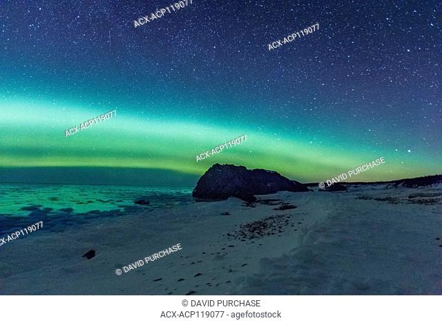 night sky, Northern Lights, Aurora Borealis, Lime Stone rock formation, the Arches Provincial Park, Great Northern Peninsula, Newfoundland and Labrador