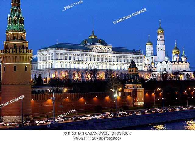 Moskva river with the road along the embankment, Kremlin and Cathedral of the Annunciation, Moscow, Russia, Europe