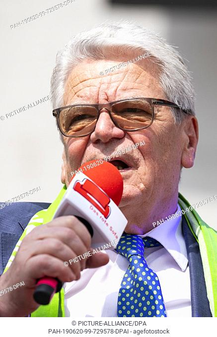 20 June 2019, North Rhine-Westphalia, Dortmund: Joachim Gauck, former President of the Federal Republic of Germany, takes part in a discussion round of the...