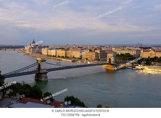 View of Pest, the Danube river and the Chain bridge, Széchenyi hid, from the Buda Castle, Budapest, Hungary, Europe
