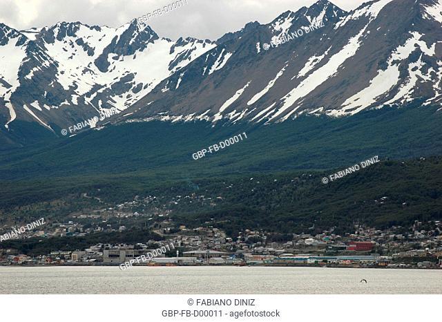 A cidade argentina de Ushuaia, cidade mais austral do mundo, localiza-se na Terra do Fogo. Trata-se da única cidade da Argentina localizada do lado oposto da...