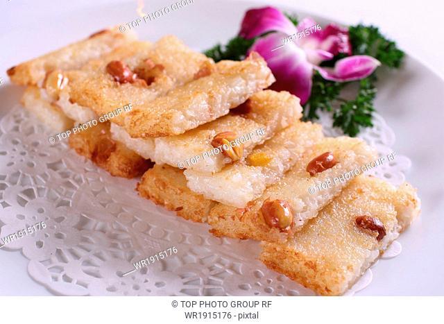 Peanuts fried rice cakes