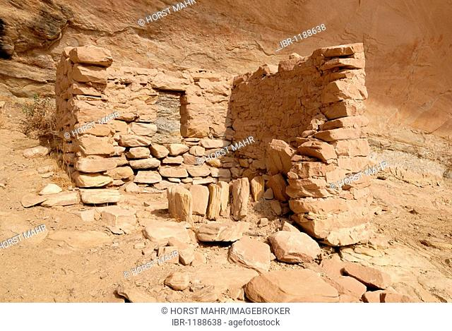 Historic remnants of a dwelling of Anasazi Indians around 1100 AD, Cold Springs Cave near Bluff, Utah, USA
