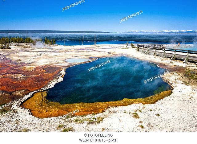 USA, Yellowstone Park, West Thumb Geyser Basin, Abyss Pool
