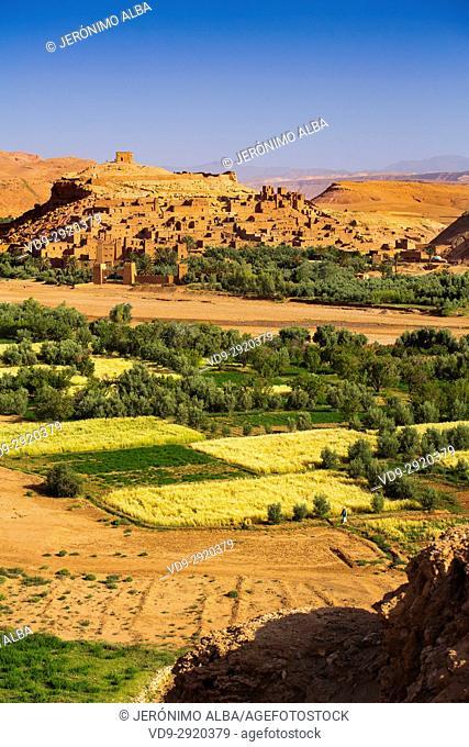 Ksar Ait Benhaddou, old Berber adobe-brick village or kasbah, Ouarzazate Province. UNESCO World Heritage Site. Morocco, Maghreb North Africa