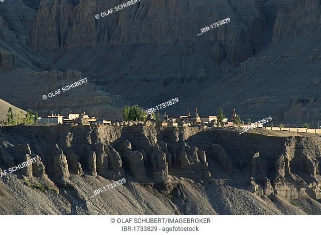 Monastery and the white temple of Toling in the ancient Kingdom of Guge, Sutley Canyon, Western Tibet, Ngari Province, Tibet, China, Asia