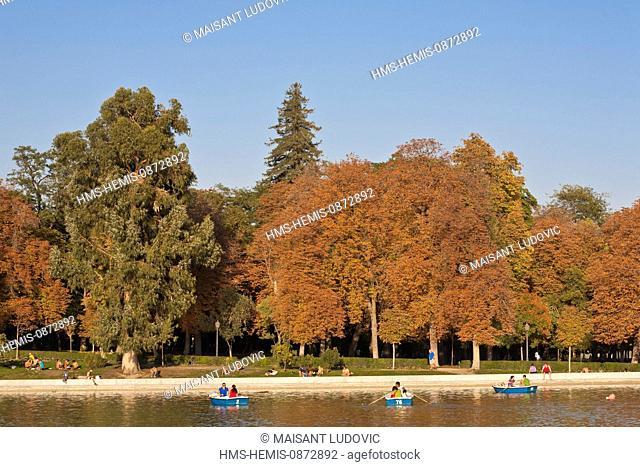 Spain, Madrid, Retiro Park created in the 17th century, pond