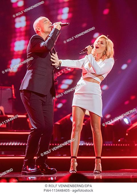 08.12.2018, North Rhine-Westphalia, Dusseldorf: EXCLUSIVE- Helene Fischer and Eros Ramazzotti, Italian singers, are on the stage at the recording of the Helene...