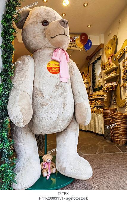 Germany, Bavaria, Romantic Road, Rothenburg-ob-der-Tauber, Teddybear Shop display of Giant Teddybear