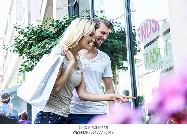 Germany, Cologne, young couple on shopping tour