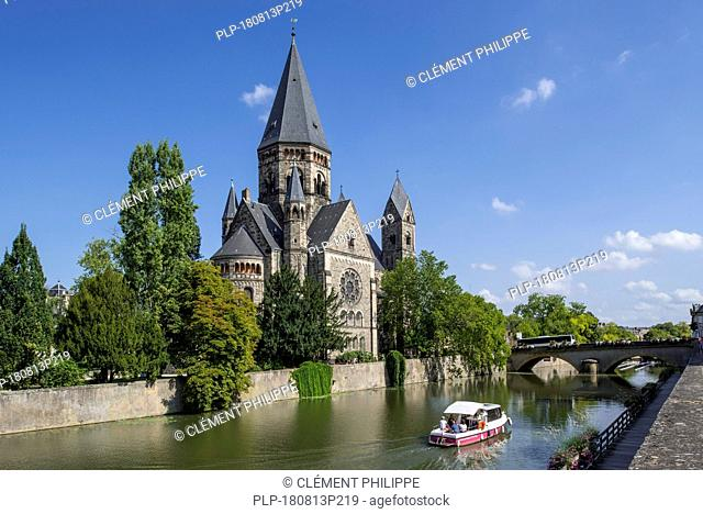 Temple neuf / Nouveau Temple protestant, Neo-Romanesque Protestant Reformed Church along the Moselle river in the city Metz, Moselle, Lorraine, France