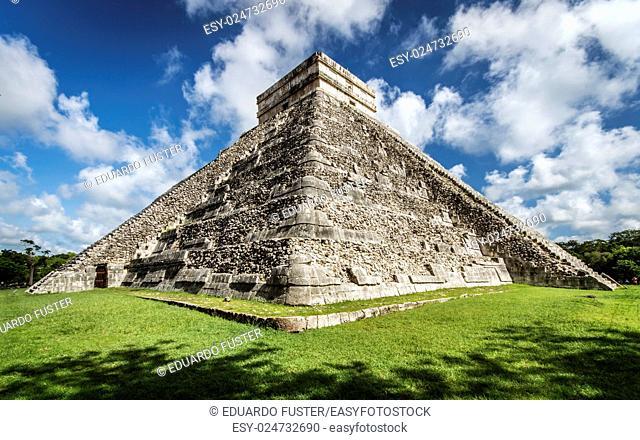 Pyramid El Castillo in Chichen Itza (Mexico)