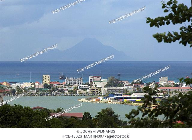 Sint Maarten, silhouet of Saba as seen from Phlipsburg