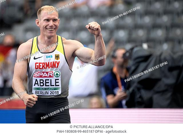 08.08.2018, Berlin: Athletics: European Championships in the Olympic Stadium: Decathlon 110m Hurdles, Men: Arthur Abele from Germany tenses his biceps at the...