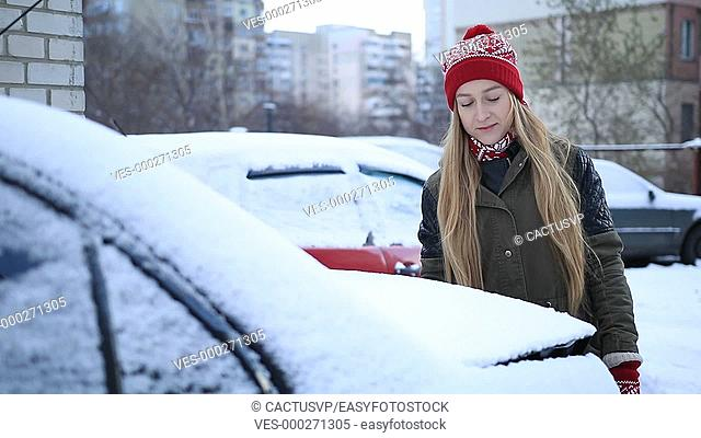Cleaning car from snow every morning