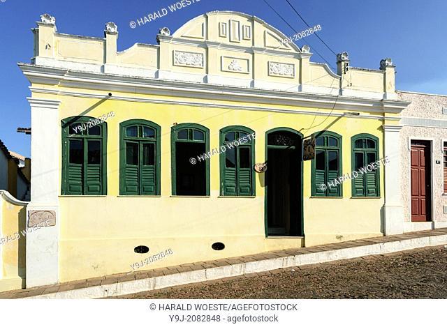 Brazil, Bahia, Lencois (Parque Nacional de Chapada Diamantina): Typical architecure and cobbled street in Lencois' charming centre