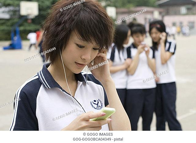 Young woman listening to her mp3 player