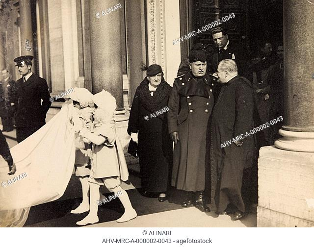 Benito Mussolini held in honor of Corporal in the Militia by side with her &#8203,&#8203,sister Hedwig, mother of the bride