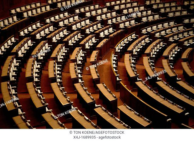The Japanese 'Diet'is the equivalent of the English upper house or 'de eerste kamer' in the netherlands. Here all members of perliament politicians are meeting