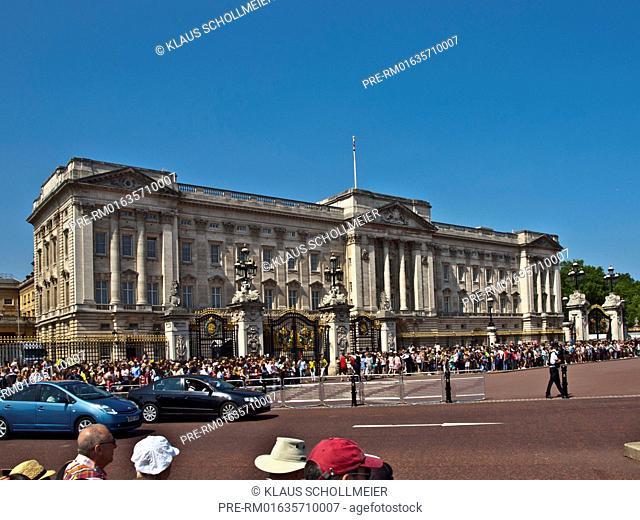 Buckingham Palace, London, Great Britain, Europe, July 2013 / Buckingham Palace, London, Großbritannien, Europa, Juli 2013