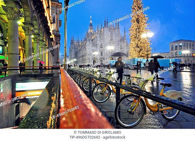 Italy, Lombardy, Milan, Piazza Duomo at Night