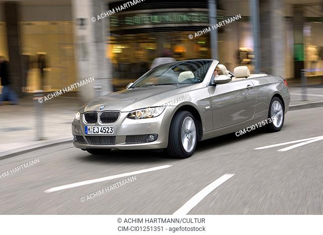BMW 335i Convertible, model year 2007-, silver, driving, diagonal from the front, frontal view, City, open top