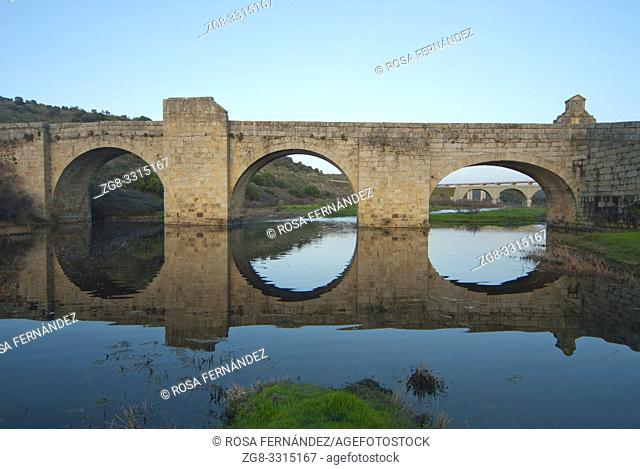 Puente del Cardenal, XVth Century, and Almonte River, Jaraicejo, province of Caceres, Extremadura, Spain