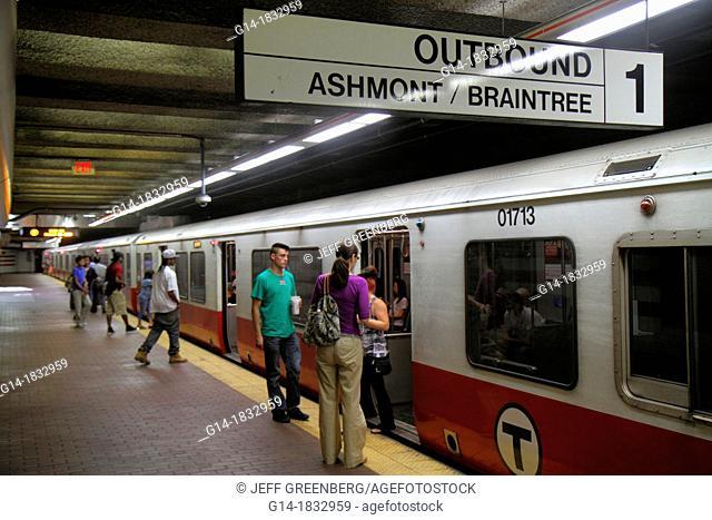 Massachusetts, Boston, South Boston, Andrew Station, MBTA, T, Red Line, platform, subway, train, Braintree, sign, outbound, passengers