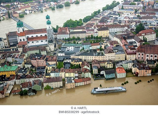 old city with Fritz-Schaeffler-Promenade flooded in June 2013, Germany, Bavaria, Passau