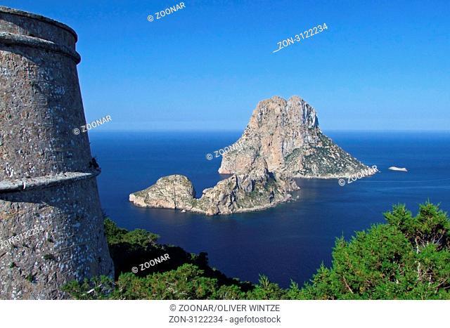 Aussicht vom Wachturm Torre del Pirata auf die vorgelagerten Felsinseln Es Vedra und Es Vedranell