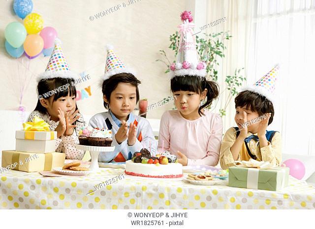 kids celebrating a birthday