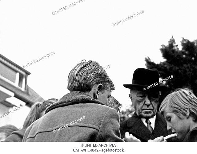 Der deutsche Bundeskanzler Konrad Adenauer, Deutschland 1960er Jahre. German chancellor Konrad Adenauer, Germany 1960s