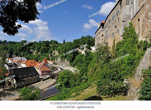 the Vltava River at the foot of the Cesky Krumlov Castle, South Bohemia, Czech Republic, Europe