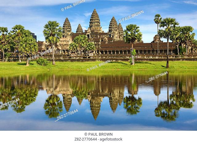 Angkor Wat Temple and reflection in lake in Siem Reap, Cambodia