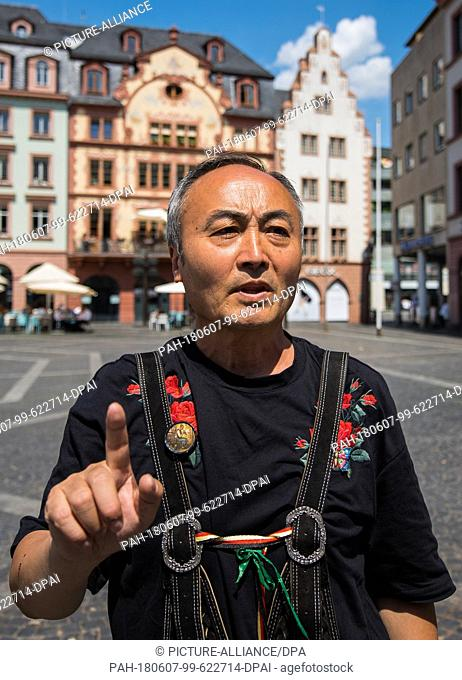 04 June 2018, Mainz, Germany: The Chinese Qing Wang sings on the Market square of the City's main street. The 59 year old educated singer and film director came...