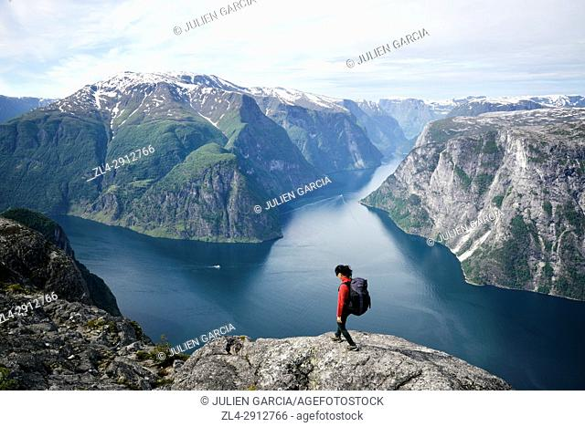 Norway, Sogn og Fjordane, Aurland, Sognefjord, view from the summit of Kalvsnesnosi on the fjord of Aurlandsfjord and Naeroyfjord