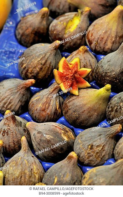 Figs for sale. La Boqueria market, Barcelona, Catalonia, Spain