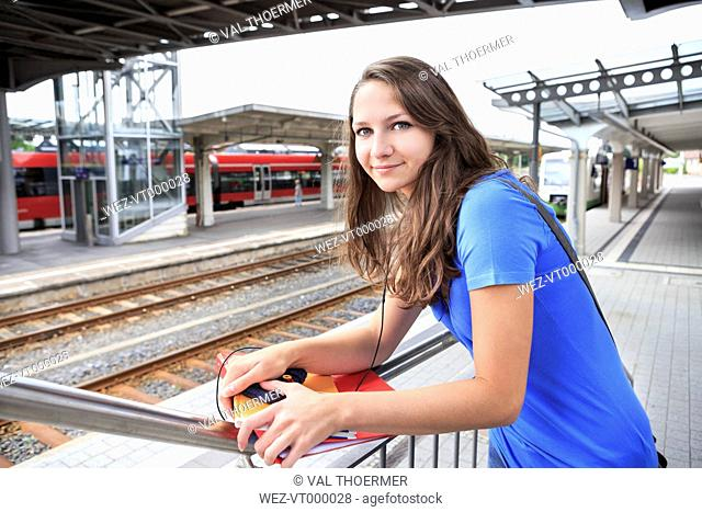 Germany, Thuringia, Sonneberg, Portait of a teenage girl waiting at the train station