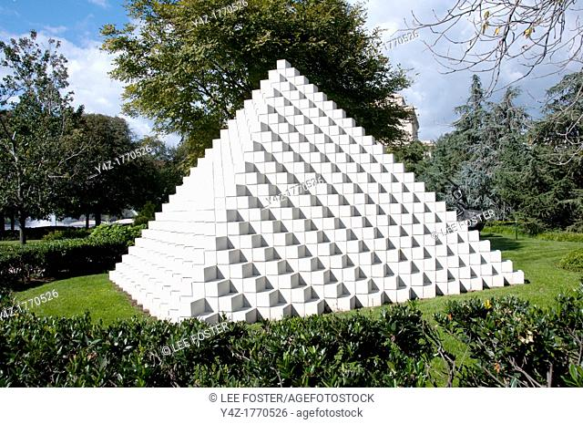 USA Washington DC, sculpture at the National Sculpture Garden  Sculpture titled Four-Sided Pyramid by Sol LeWitt, 1999