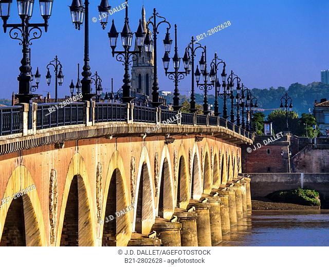 """France, Nouvelle Aquitaine- Gironde- """"""""Pont de pierre"""""""" bridge over the garonne river, at Bordeaux"""