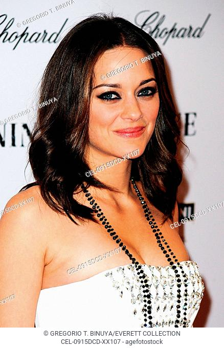 Marion Cotillard (wearing a Chopard necklace) at arrivals for New York Premiere of NINE, The Ziegfeld Theatre, New York, NY December 15, 2009