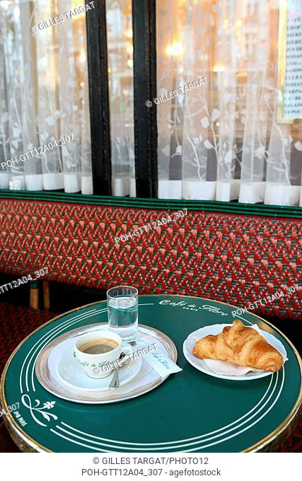 France, ile de france, paris 6e arrondissement, boulevard saint germain des pres, cafe de flore, sartre et beauvoir, table, restauration, brasserie, cafe