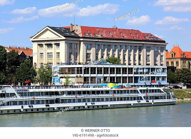SLOWAKEI, BRATISLAVA, 03.07.2018, Slovak Republic, Slovakia, Bratislava, Capital City, Danube, Little Carpathians, Danube riverbank, Danube riverwalk